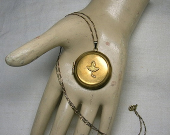 Antique Locket, Leaf motif, Early 20th Century, Shabby & Cute
