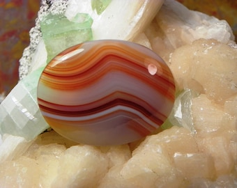 Agate Cabochon (ARH002) This cabochon measures 40mm x 30mm x 5mm; weighs 10.8 grams