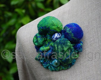 Shibori brooch, handmade bohemian fiber art brooch, OOAK artistic accessory, hand felted contemporary textile jewelry, women's fashion