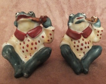 Vintage Pipe Smoking Frogs Salt and Pepper Shakers Set