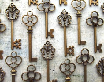The Lindley  Collection - Skeleton Key  Assortment in BRONZE - Set of 18 Keys - Three Styles