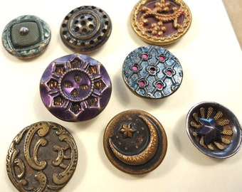 Vintage/antique buttons - stained coloured and gilt metal (Ref M35)