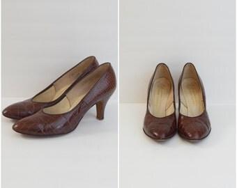 Vintage 50s Vitality Shoes brown crocodile skin pumps / mid century leather heels