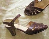 1970s vintage chestnut brown leather SANDALS  size 9  insole 10 1/4 inches brown peep toe pumps HEELS