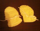 Baby yellow scratchmitts