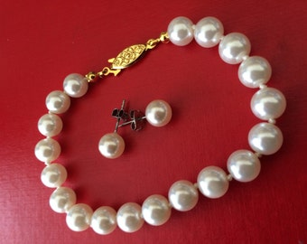 Simple Classic Pearl Bracelet and Earring Set