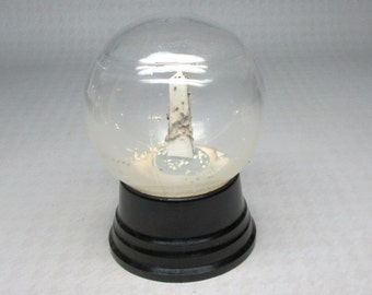 Snow globe with Washington monument , dry inside , glass dome and ceramic