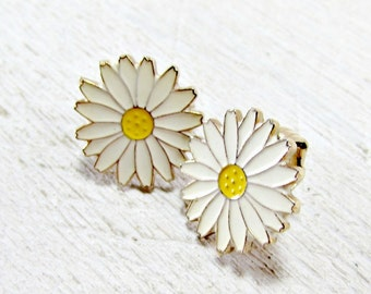Vintage Enamel Flower Earrings, White Daisy Earrings, Gold Flower Earrings, Clip-On Earrings, 1970s Hippie Festival Flower Power Jewelry
