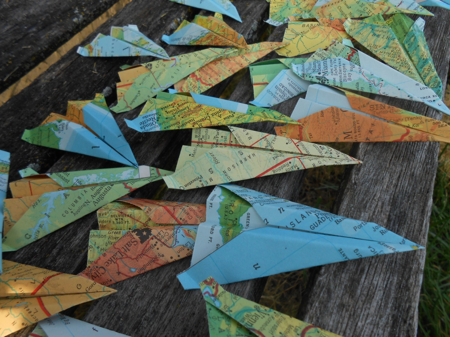 how to make paper airplane escort cards