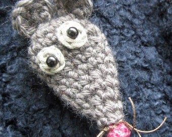 Crochet Pattern for Pip the Mouse Brooch