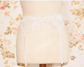 """Vintage White Lace Garter Belt, Suspender Belt. Circumference: 35 - 38"""""""