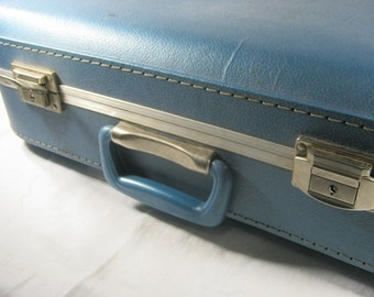 Vintage BLUE SUITCASE Retro Hardside Lightweight Perfect for Craft Shows Wedding Cards Travel