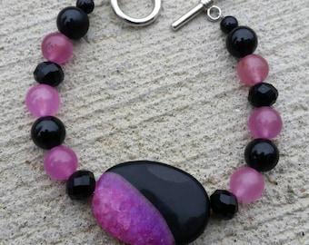 Magenta/pink and black agate bracelet