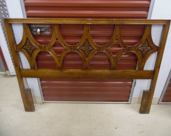 QUEEN OF DIAMONDS / Gorgeous Solid Wood Queen Size Hollywood Regency Acanthus Leaf Headboard / Mid Century