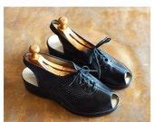 SALE / vintage 1940s shoes / 40s black leather peep toe wedge sandals  / size 9 wide