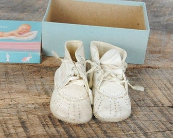 Vintage Baby Crib Soft Sole Shoes