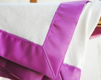 GOTS Organic Cotton Fleece Baby Blanket with Gooseberry Satin Trim