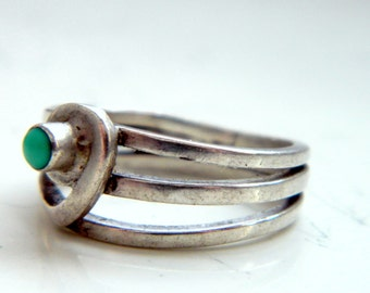 Vintage Silver Triple Band Ring with a Turquoise Stone Size 6 1/2