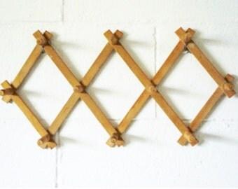 Wood Peg Rack | Accordian
