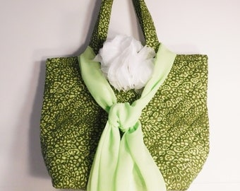 Quilted Tote Bag, Large Purse, Padded Carry All, Laptop Bag, Shoulder Bag, Everything Bag, Shopping Bag, Womens Accessory, Olive Green Print