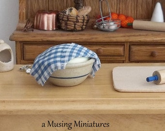 Display as You Wish Bread Dough Bowl in 1:12 Scale for Dollhouse Miniature Diorama