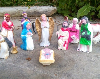 Complete celluloid nativity set, Jesus, Mary, Joseph, angel, wise men, animals, shephard and townsman, in very good condition, ready to use