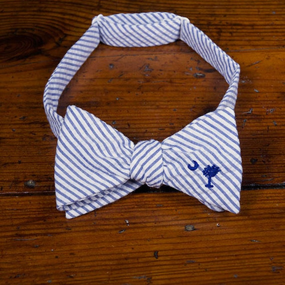 Blue palmetto seersucker embroidered bow tie by