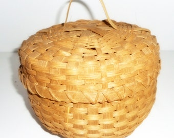Basket Handmade Basket with Lid Storage Basket Vintage Handmade Basket