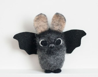 Needle Felted Bat, Needle Felted Animal, Plush, Felt Animal, Toy, Decoration, Halloween, Cute, Gift, Vampire - Vince