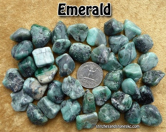 Emerald (medium) tumbled stone for crystal healing