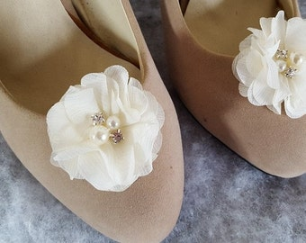 Shoe Clips, Ivory Flower Shoe Clips, Bridal Shoe Clips, Wedding Shoe Clips, Clips for Wedding Shoes, Bridal Shoes, Shoe Clips Only, Ivory