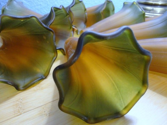 tulip glass lamp shades replacement table lamp tiffany style on etsy. Black Bedroom Furniture Sets. Home Design Ideas