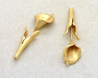 1 - Calla Lily Flower Charm Pendant 24K Matte GOLD Plated Brass Flower Jewelry Making Supplies (AP037)