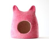 Ready to ship cat bed in size L - cat cave - cat house - felted wool cat bed - pink with natural white