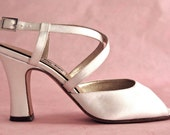 Vintage Peter Fox Shoes, Size 7 Wedding Bridal Shoes, Off-White Silk Satin Dyeable 3 Inch Heels, Made in Italy