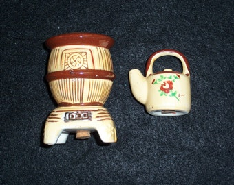 Vintage Stove with Tea Pot Salt and Pepper Shakers.....Mid Century Kitchenware...Japan...1950's Shakers..