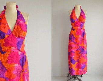 Vintage 70s Maxi Dress /  1970s Mod Hawaiian Floral Print Print Long Halter Sundress /