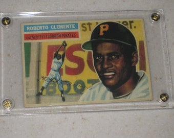 new just in 1956 topps roberto clemente #33 awesome vg card only 1 available in a screwdown case