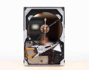 Desk clock made of a recycled Computer hard drive - HDD clock - ready to ship - c6761