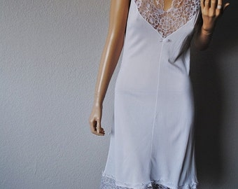 ON SALE Vintage White Lace Detail Nightie - Small