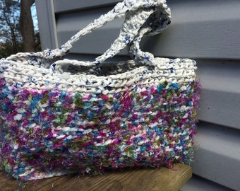 Handbag crocheted with yarn and recycled plastic bags