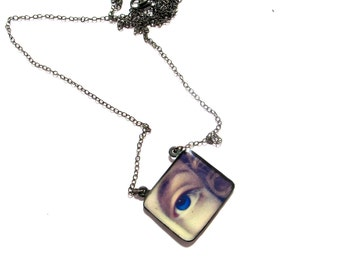 Lover's eye, resin pendant, Eye ring.  Modern Jewelry. Gift for her, lips, kiss, face, sterling silver