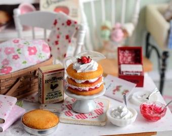 Miniature Strawberry Shortcake Baking Set