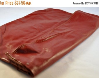 ON SALE Vintage Leather Burgundy Red Clutch / Purse 70's - Fabulous