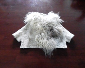 Wool Fleece Felted Top/ Top in Organic Shape, Natural Wool Fleece Felted Top,Raw Wool Fleece Top, Wearable Art, - Slow design. momoish made.