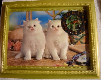 Fab vintage collectible puffy cat clock