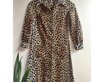 Leopard Print Shirt Dress with Gold Buttons and Large Front Pockets. 70s Size M