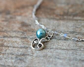 Silver heart bracelet Delicate bracelet Labradorite bracelet Teal pearl dangle bracelet Drop bracelet Yoga bracelet Rosary chain bracelet