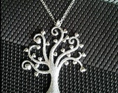 Heart Family Tree Pendant Necklace -infinity love, Mom gift, Grandma Gift, Valentine Gift
