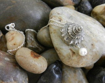 Sterling silver cast shell pendant with freshwater pearl